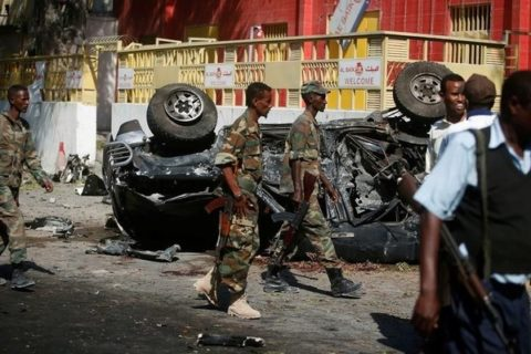 Somali government soldiers secure the scene of an attack on a restaurant by the Somali Islamist group al Shabaab in the capital Mogadishu, Somalia, October 1, 2016. REUTERS/Feisal Omar