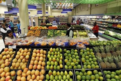 Customers shop for fruits and vegetables inside the Nakumatt supermarket in the reopened Westgate shopping mall, in Kenya's capital Nairobi, July 18, 2015.  REUTERS/Thomas Mukoya