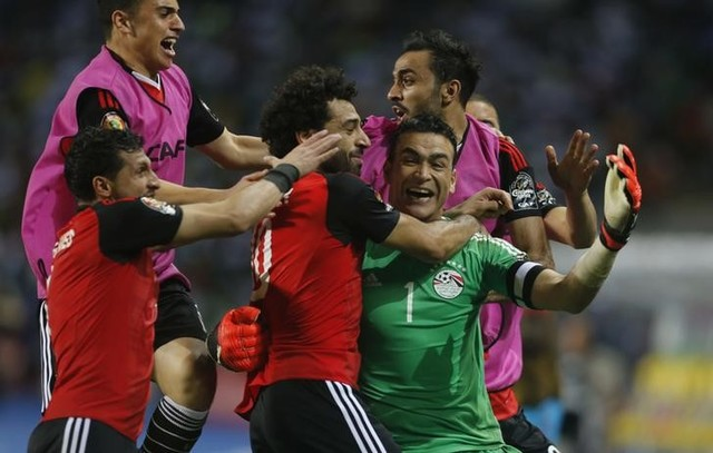 Egypt's Essam El-Hadary celebrates with team mates after the game Reuters / Amr Abdallah Dalsh Livepic