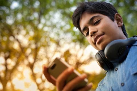 Children and teens are especially at risk for suffering symptoms of text neck.  Photo: http://www.spine-health.com