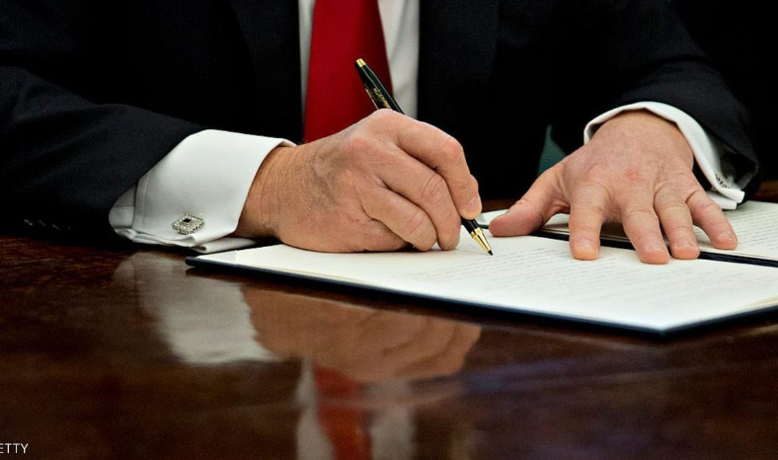 "WASHINGTON, DC - JANUARY 30:  (AFP OUT) U.S. President Donald Trump signs an executive order in the Oval Office of the White House January 30, 2017 in Washington, DC. Trump said he will ""dramatically"" reduce small business regulations overall with this executive action. (Photo by Andrew Harrer - Pool/Getty Images)"